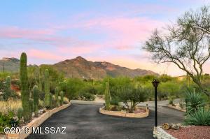 930 E Via Velitas, Tucson, AZ 85718