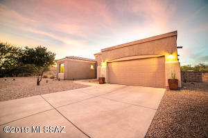12069 N Washbed Drive, Oro Valley, AZ 85755
