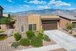 Rancho Vistoso with unobstructed views of the mountains!