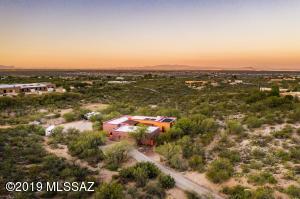 Tranquil location very close to Saguaro National Park!