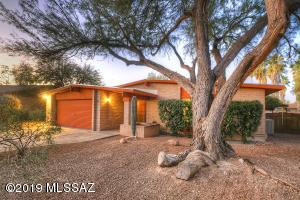 7580 E La Cienega Drive, Tucson, AZ 85715