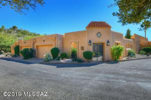 6728 N Chapultapec Circle, Tucson, AZ 85750