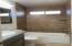 Tiled tub/shower surround