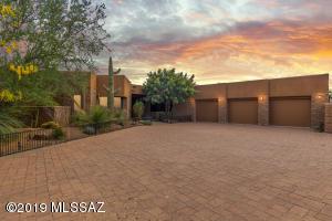 557 W Soaring Hawk Place, Oro Valley, AZ 85755