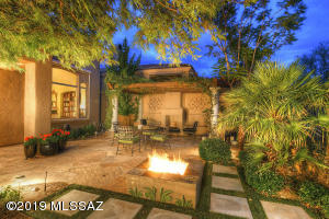 Located in the prestigious guard gated community of La Paloma.