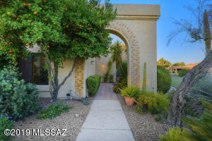 8440 N Lee Trevino Drive, Tucson, AZ 85742