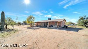 9801 N McGinnis Road, Marana, AZ 85653