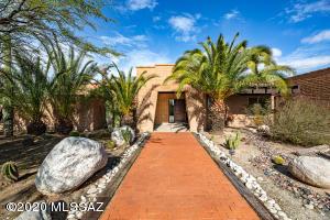 8441 E Cresthill Drive, Tucson, AZ 85750