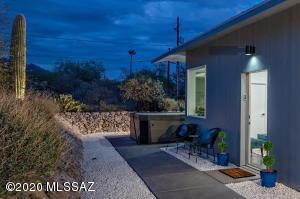 7060 N Montecatina Drive, Tucson, AZ 85704