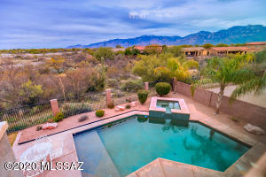 11924 N Mesquite Hollow Drive, Oro Valley, AZ 85737