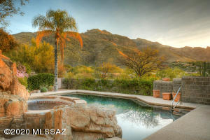 7465 N Calle Sin Desengaño, Tucson, AZ 85718