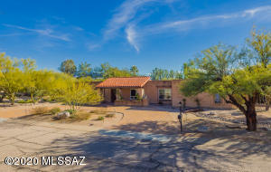 Welcome Home to this super clean home in Sabino Vista Hills!