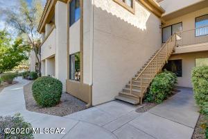 2550 E River Road, Tucson, AZ 85718