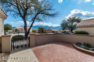 Gorgeous Catalina Mountain Views from oversize front patio!