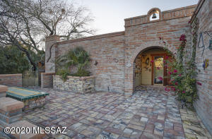 6641 N Swan Road, Tucson, AZ 85718