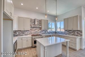 7831 N Tuscany Drive, Tucson, AZ 85742
