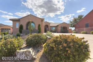 1951 W Cactus Run Drive, Green Valley, AZ 85622