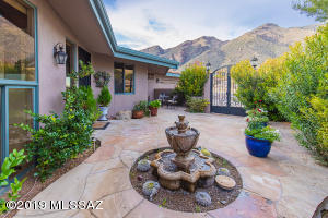 Front courtyard entry with amazing Mt. Views