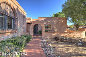 Attractive walkway leads to the front courtyard & entry.
