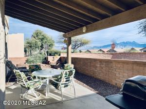 531 W Parkwood Court, Green Valley, AZ 85614