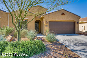 1005 N Broken Hills Drive, Green Valley, AZ 85614