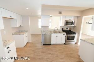 210 S Abrego Drive, Green Valley, AZ 85614
