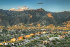 7557 E Crested Saguaro Place, Tucson, AZ 85750
