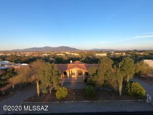 7700 N Bellwether Drive, Tucson, AZ 85743