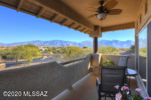 Magnificent panoramic views from patio!