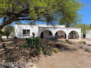 393 E Los Rincones, Green Valley, AZ 85614