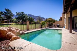 720 E Camino Diestro, Oro Valley, AZ 85737