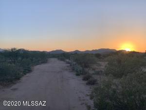15533 W Comanche Place, Tucson, AZ 85735