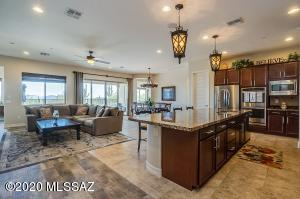CHEF'S KITCHEN/FAMILY/DINING