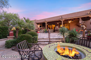 BBQ, koi pond, fire pit & extended covered patio