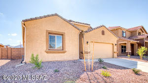Photos are of an Ocotillo spec home. Interior packages, exterior elevation and color may vary.