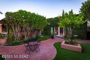 8391 E Hillwood Lane, Tucson, AZ 85750