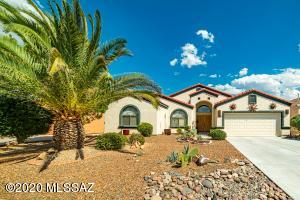 695 W One Wood Place, Green Valley, AZ 85614