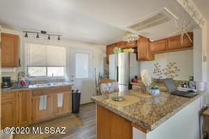 445 W Esperanza Blvd, B, Green Valley, AZ 85614
