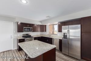 4180 N Swan Road, Tucson, AZ 85718