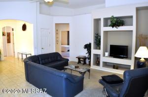 8071 W Blue Heron Way, Tucson, AZ 85743