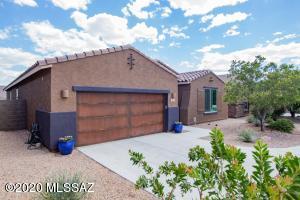 11012 N Delphinus Street, Oro Valley, AZ 85742