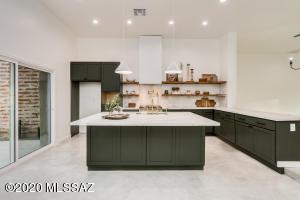 712 W Cresta Loma Drive, Tucson, AZ 85704