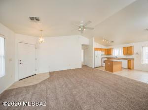 13211 E Mineta Ridge Drive, Vail, AZ 85641