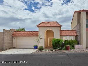 5677 N Camino De La Noche, Tucson, AZ 85718
