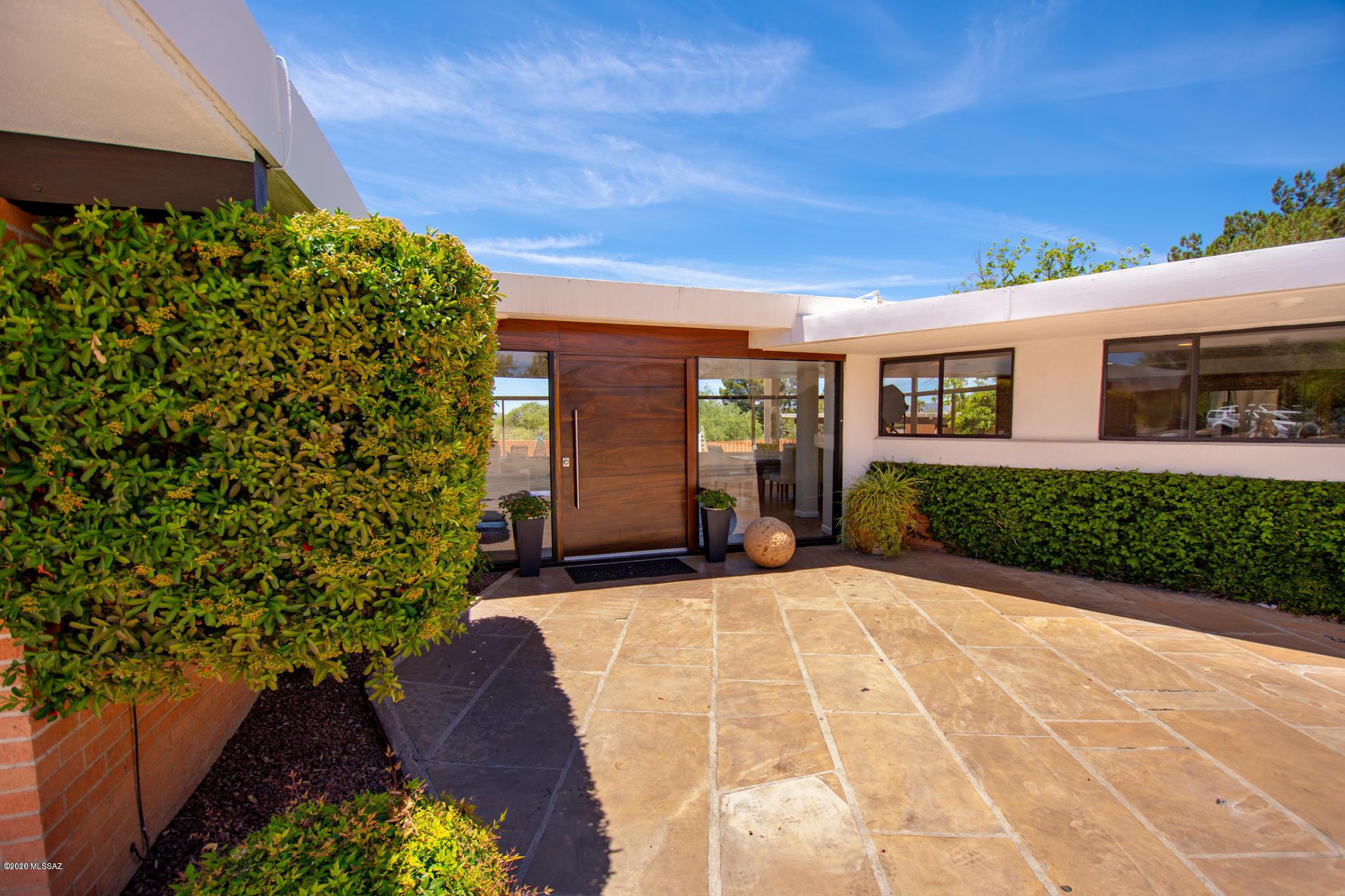 Photo of 1070 E Valle Vista Drive, Nogales, AZ 85621