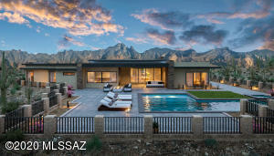 Scheduled for completion in early 2021, this exquisite 5500 square foot, 4 bedroom + office, exercise room, media room , bonuse room/5 bathroom is designed to maximize use of space. Modern finishes for modern life.