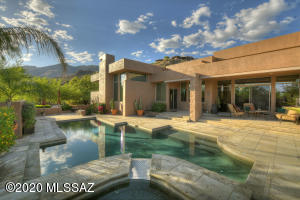 6423 N Desert Wind Circle, Tucson, AZ 85750