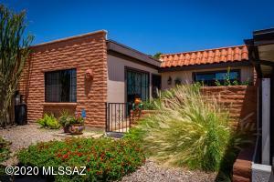348 W Camino Del Sonador, Green Valley, AZ 85614