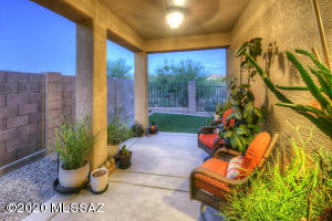 12100 N MEDITATION Drive, Marana, AZ 85658