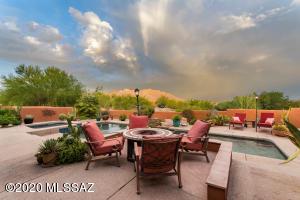 2401 W Crow Wash Place, Oro Valley, AZ 85742